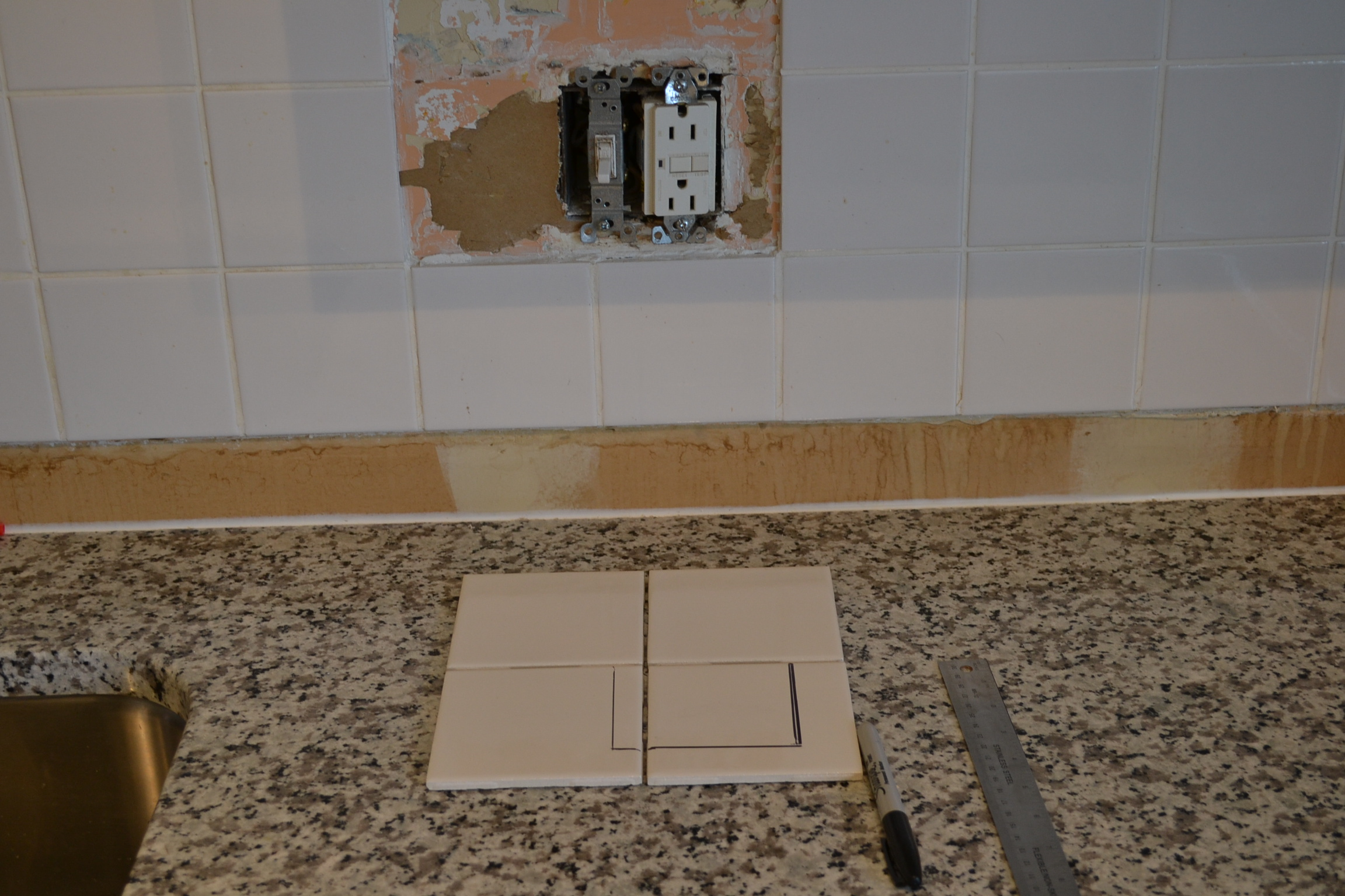 how to cut backsplash tile around outlets